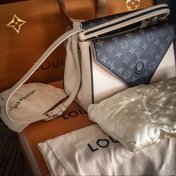 f7c8fc6708 Louis Vuitton Handbags - Louis Vuitton Double V